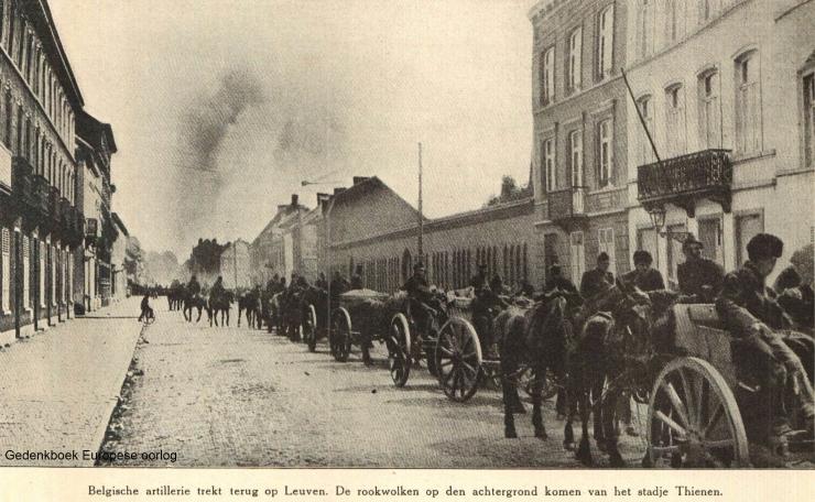 Terugtrekking van het Belgische leger. Slechts één legerdivisie kreeg de opdracht zich via Leuven terug te trekken. Leuven bleef onverdedigd.