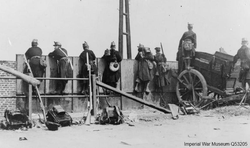 Belgische soldaten waarschijnlijk bij Tivolibrug in Leuven (Imperial War Museum Q53205)