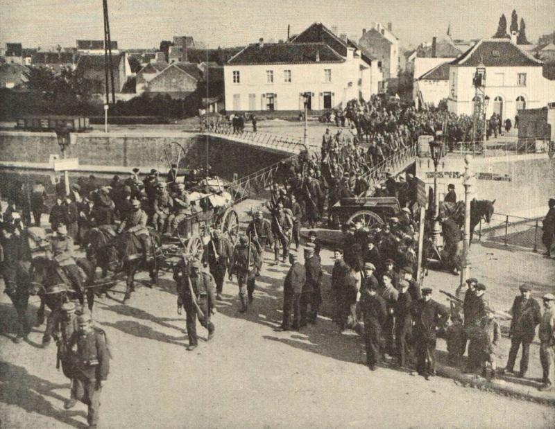 Duitse troepen over de brug van Vilvoorde (doto Gedenkboek Europese oorlog)