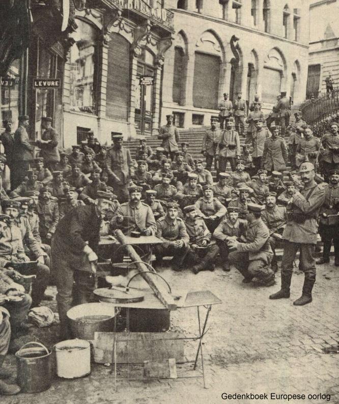 Duitse troepen op doortocht (Gedenkboek Europese oorlog)