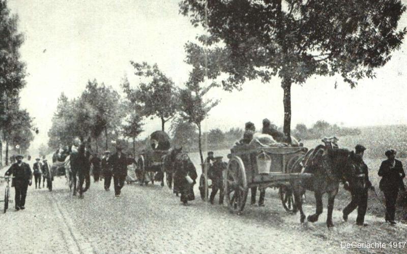 Vluchtelingen op weg (foto de Gerlache 1917)