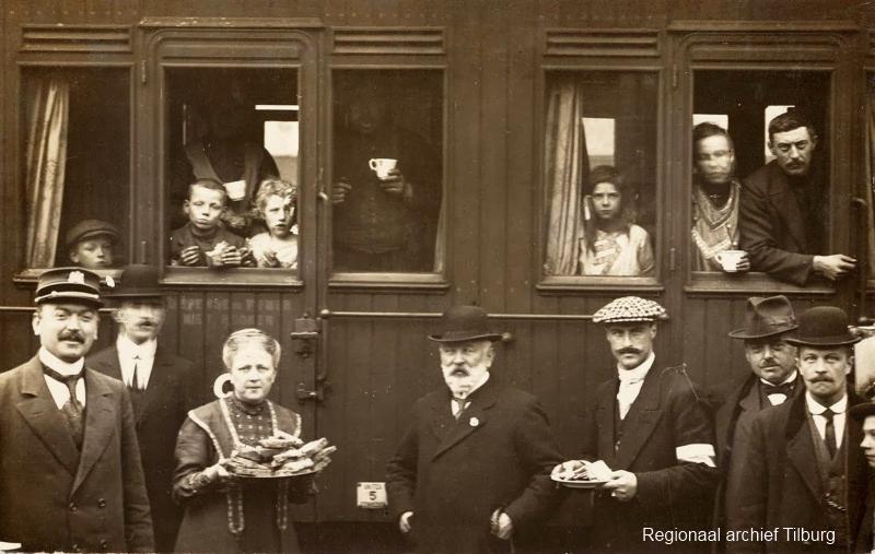 Belgische vluchtelingen rijden per trein naar Nederland (foto Regionaal archief Tilburg)