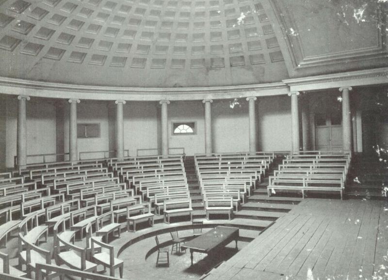 De Grote Aula van het Maria-Theresiacollege van de universiteit Leuven (foto Morren, publiek domein)