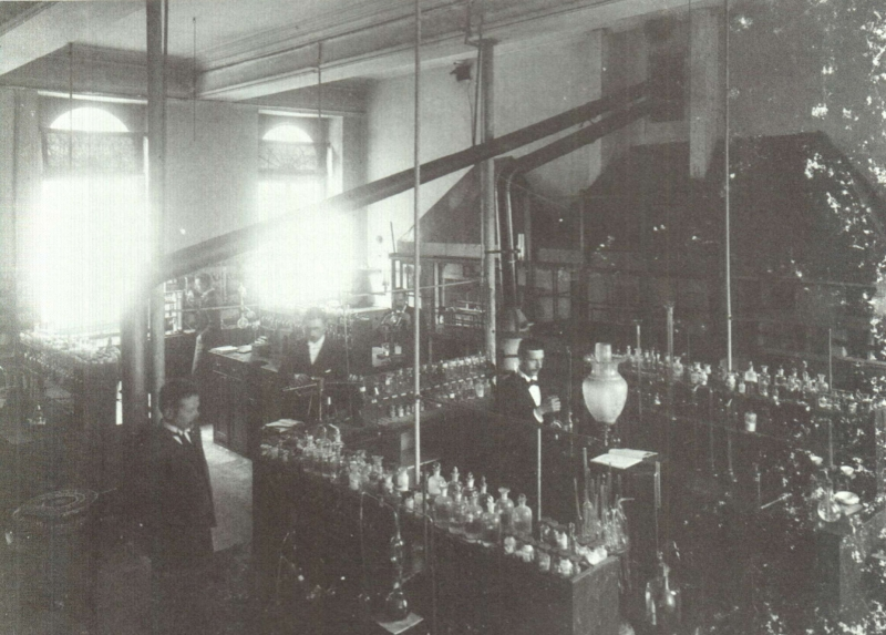 Pauscollege, Labo voor Analytische Scheikunde (foto Morren, universiteitsarchief KU Leuven, Album van een wetenschappelijke wereld)