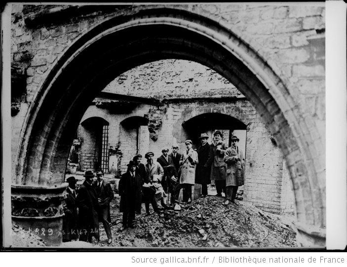 Binnenkant van de vernietigde universiteitshallen Leuven (foto Bibliothèque nationale de France)