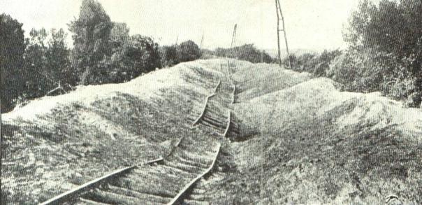 Door de Belgen gesaboteerde spoorlijn (foto de Gerlache 1917)