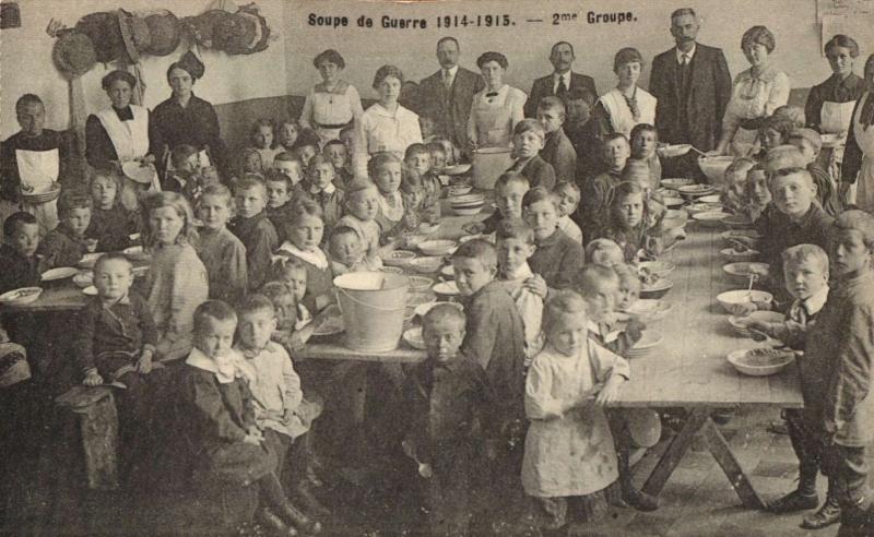 Soepbedeling op school (foto Stadsarchief Leuven)
