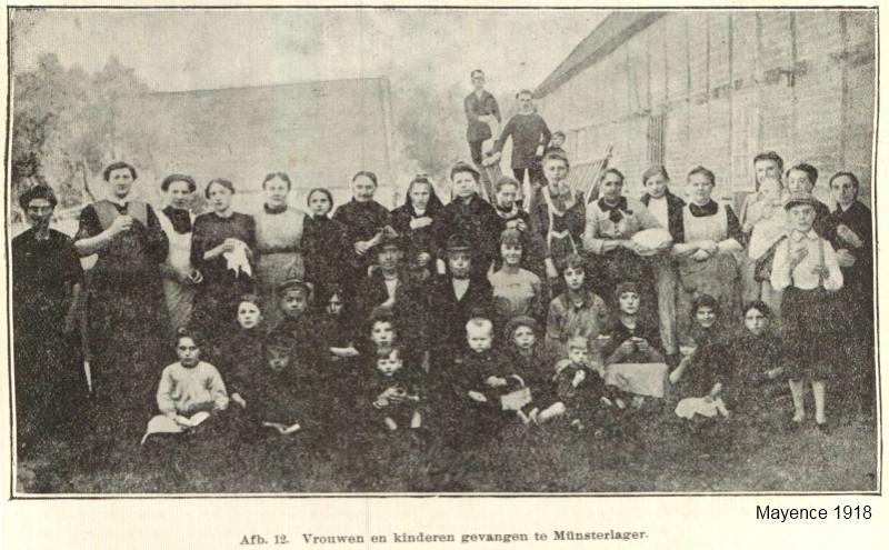 Vrouwen en kinderen in het gevangenekamp van Munster bij Hannover (foto Mayence 1918)
