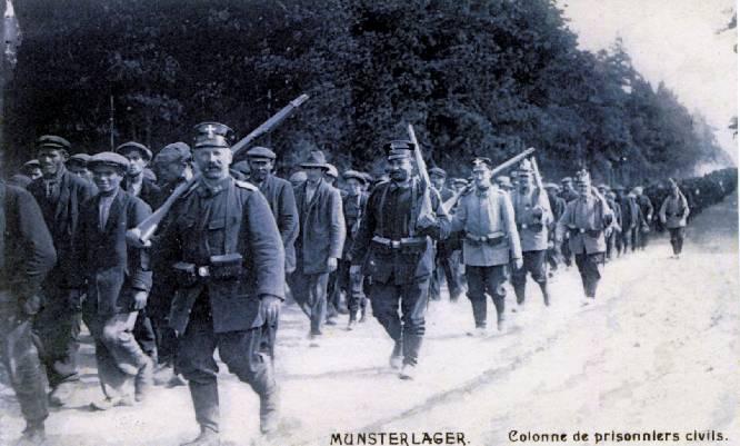 Gedeporteerde burgers in het gevangenekamp van Munster, dorpje bij Hannover (foto Munster in alten Ansichten)