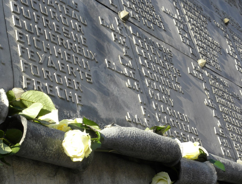 Namen van burgerslachtoffers op het oorlogsmonument aan het stationsplein in Leuven (foto H. Verboven)