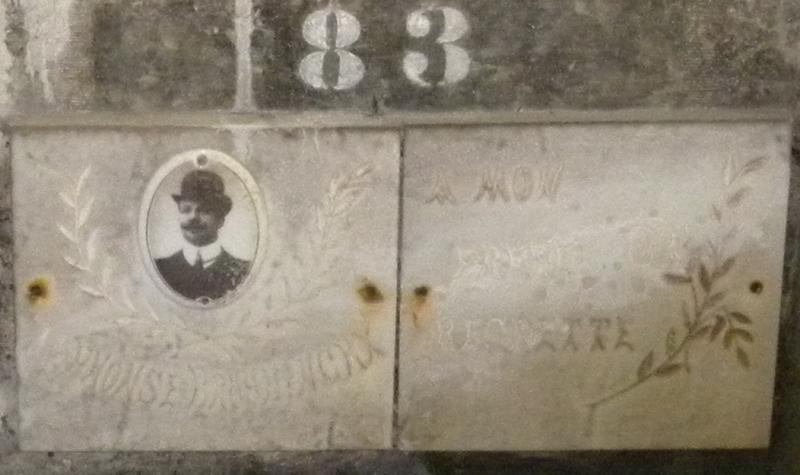 Graf van Alfons Bruyninckx (+29 nov 1918), 45j, graf 83 in de crypte van de oorlogsslachtoffers op de stedelijke begraafplaats (foto H. Verboven)